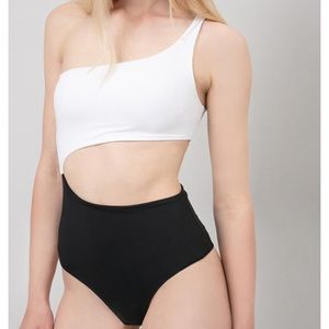 🌼NWT Subdued One Shoulder Swimsuit